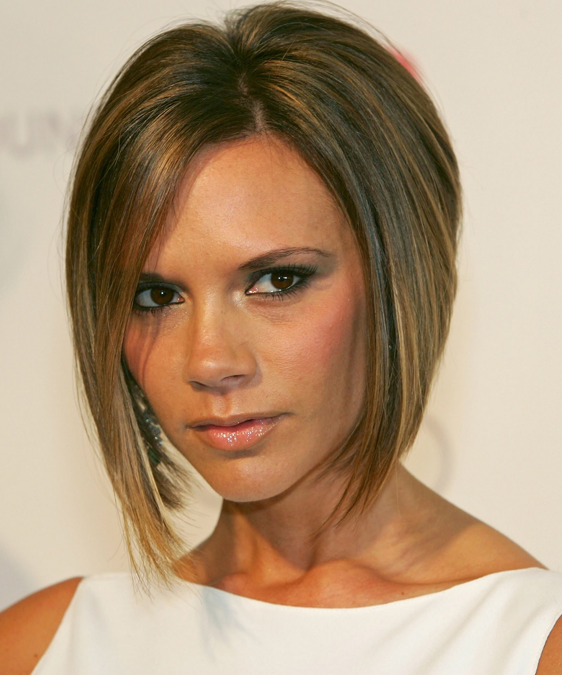 angled-bob-Top-5-Short-Haircuts-for-Women-to-Make-You-Look-Younger