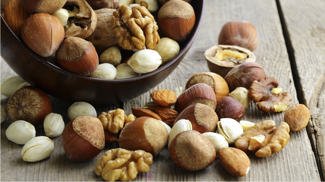 eating-nuts-heart-healthy-food-How is healthy eating important to prevent heart disease
