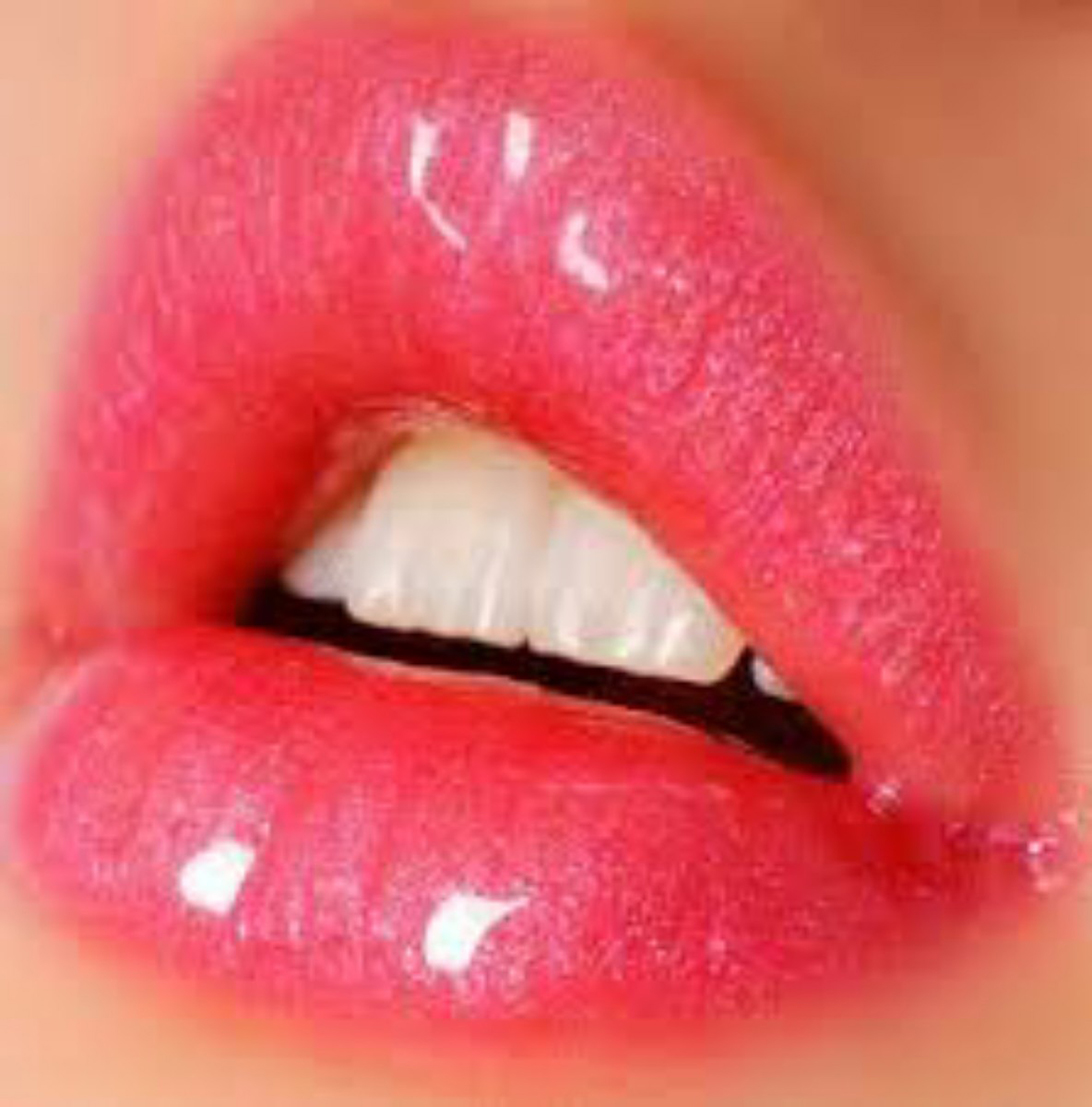 10 Natural Ways to Get Plump Lips - Make Your Lips Bigger -Lip Gloss -Faces of Ony