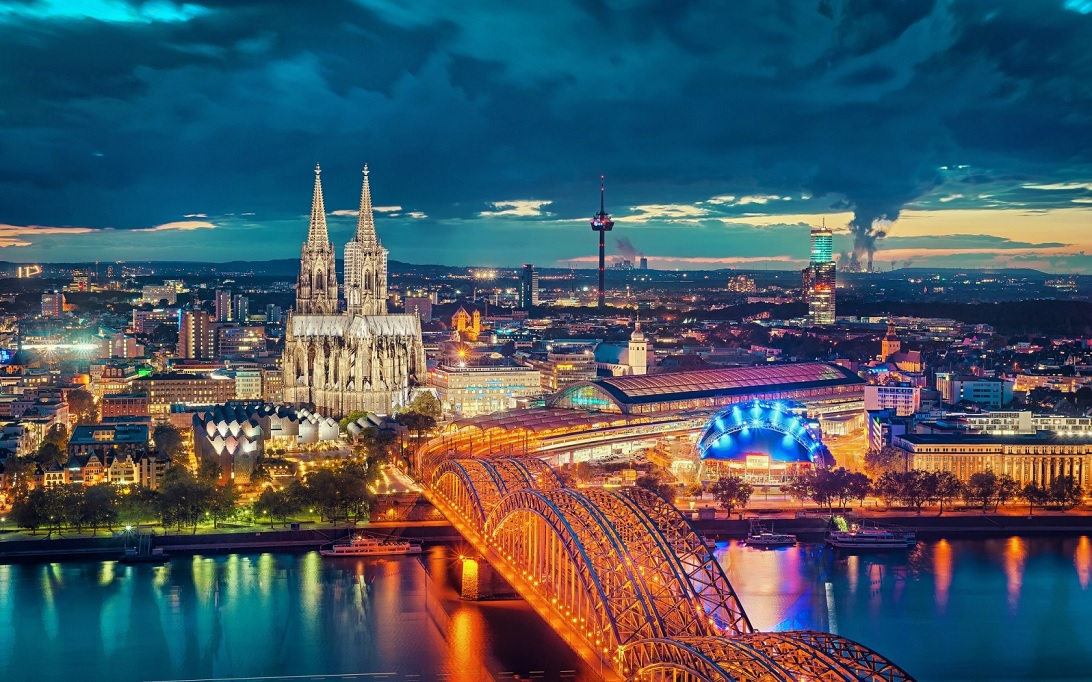 Hohenzollern Bridge cologne-traveling to cologne germany