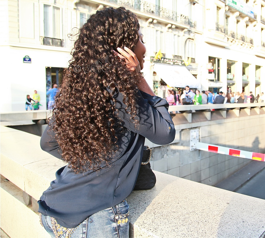 Thelma Okoro ONYC CEO in Curly addiction 3B Deep Curly Hair in Paris