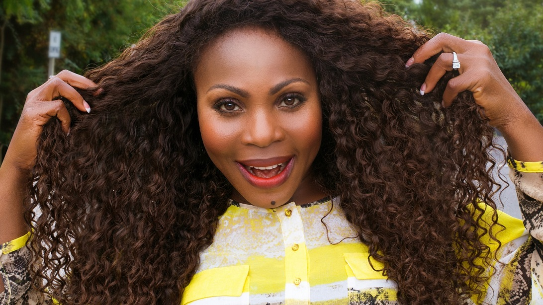 Thelma Okoro wearng ONYC Hair curly Addiction 3B