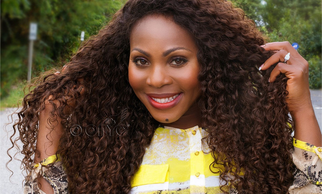 Thelma Okoro wearng ONYC Hair curly Addiction 3B2